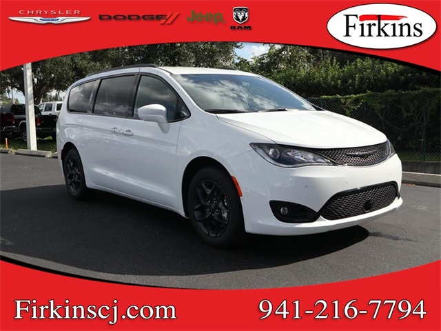 New 2019 Chrysler Pacifica Touring L 4d Passenger Van In Bradenton
